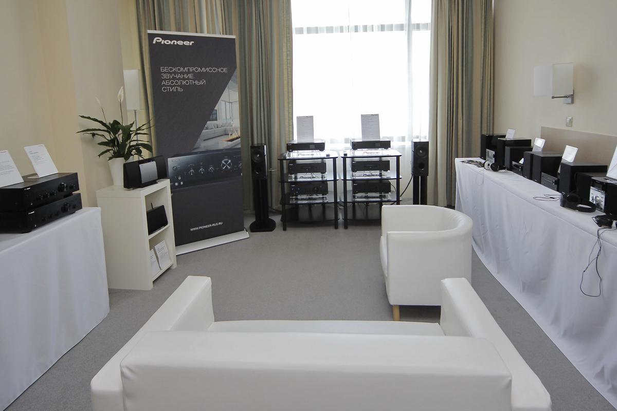 Компания pioneer на выставке consumer electronics photo expo 2013
