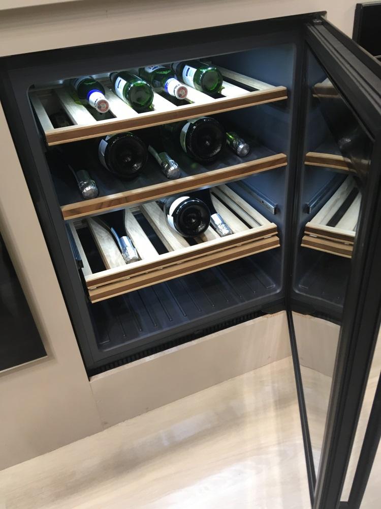 Встраиваемые винные шкафы 45см и 82 см