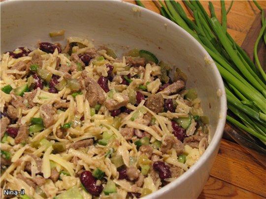 Салат с консервированной фасолью фоторецепт